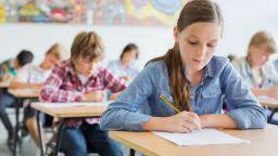 Обявиха свободните места в най-желаните гимназии в София