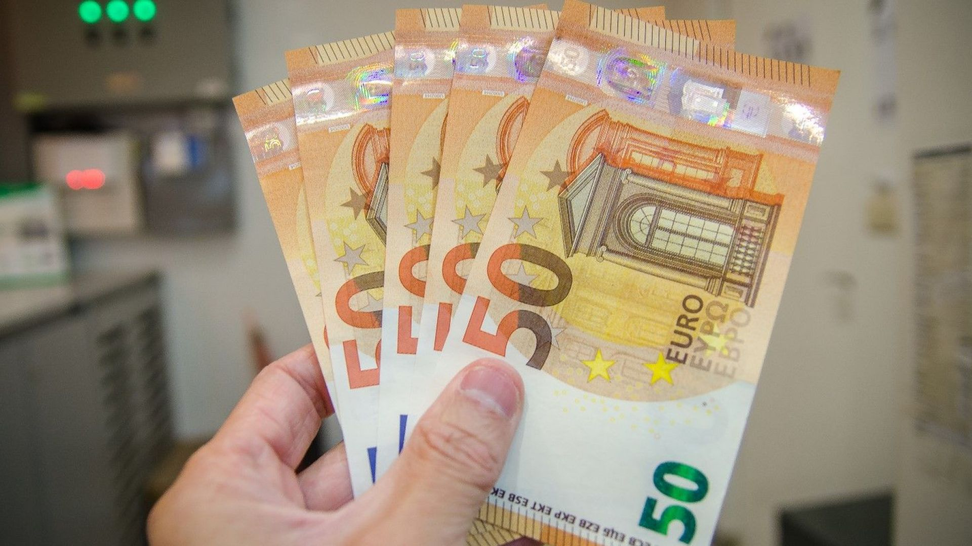 Половината българи одобряват приемането на еврото