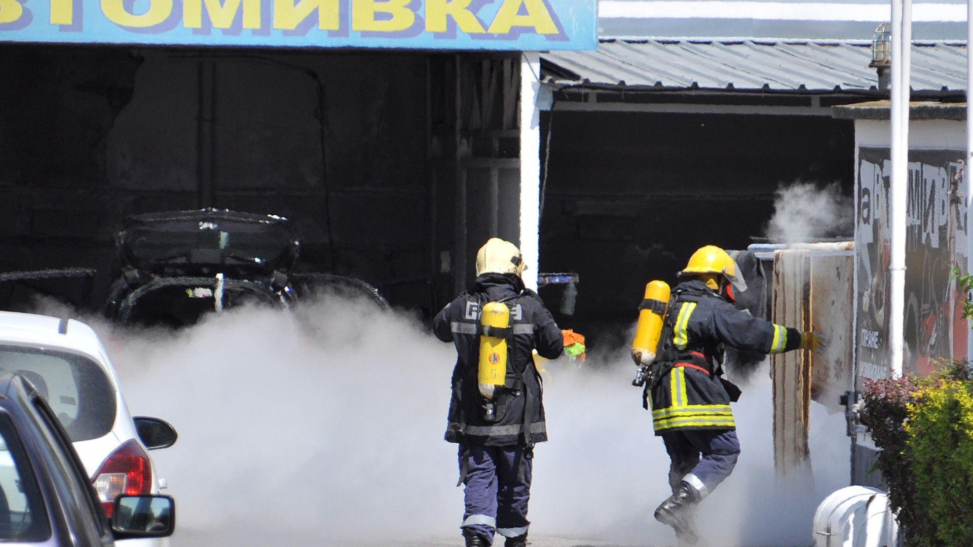Теч на газ от бензиностанция вдигна на крак пожарната в Хасково (снимки)