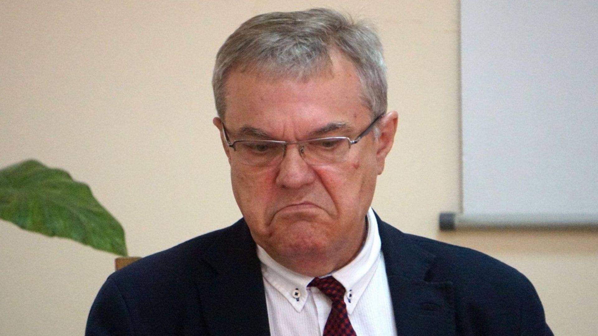 Румен Петков: Министър Радев изглежда като човек, имащ нужда от освидетелстване