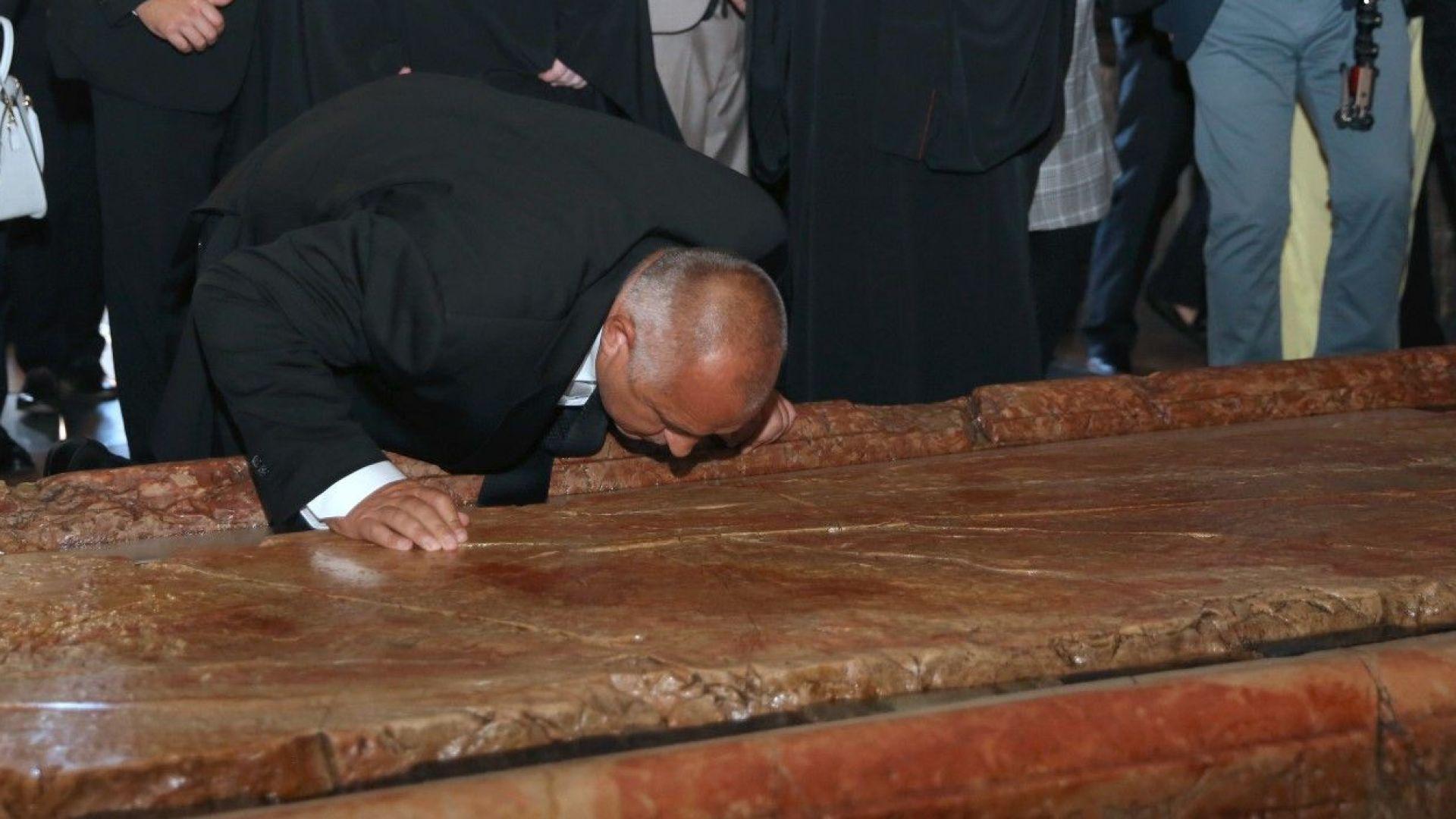 Бойко Борисов дарява 20 000 лв., събрани за рождения му ден, за строеж на църква и ремонт на джамия