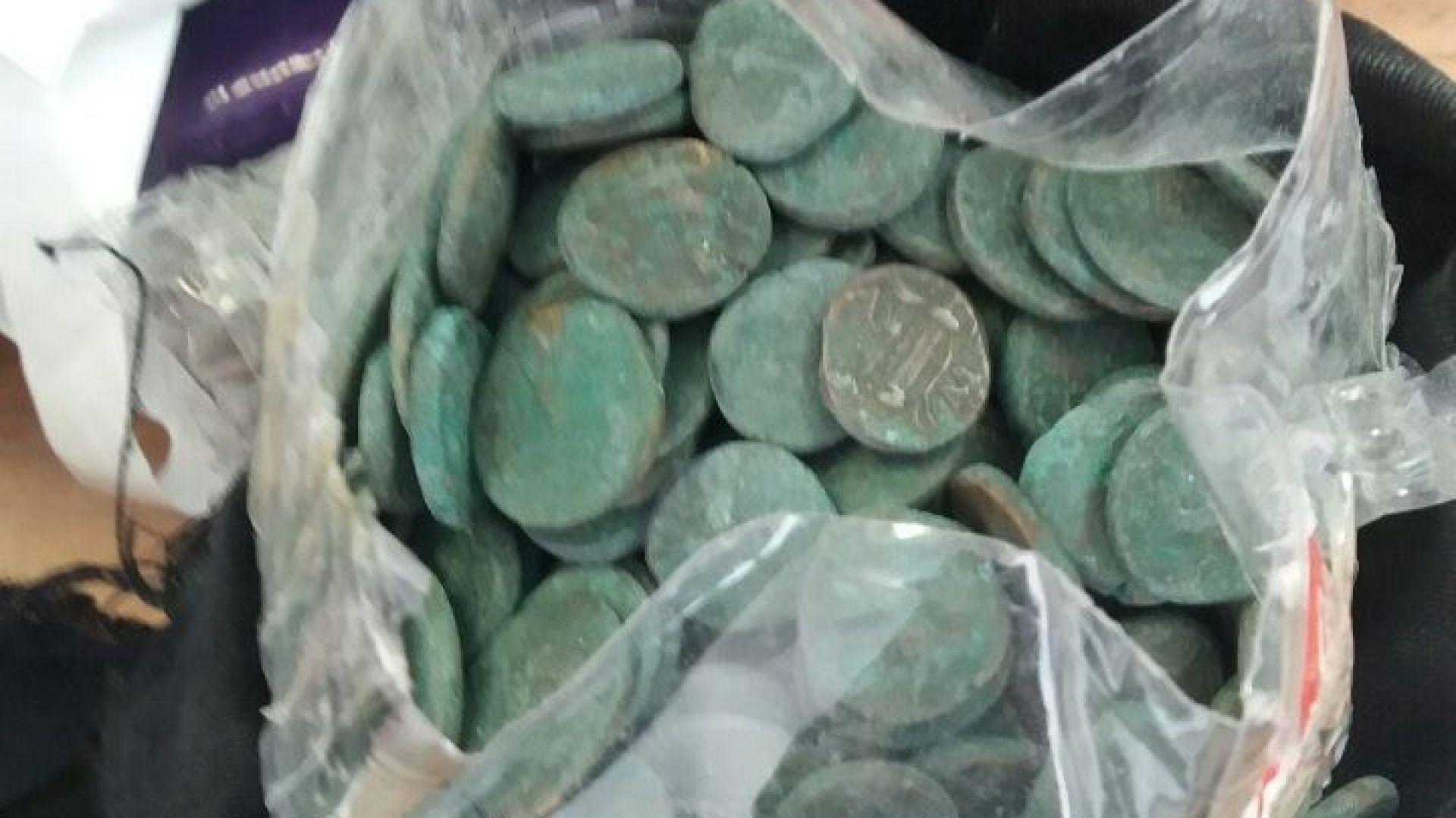 Задържаха близо 3000 антични монети