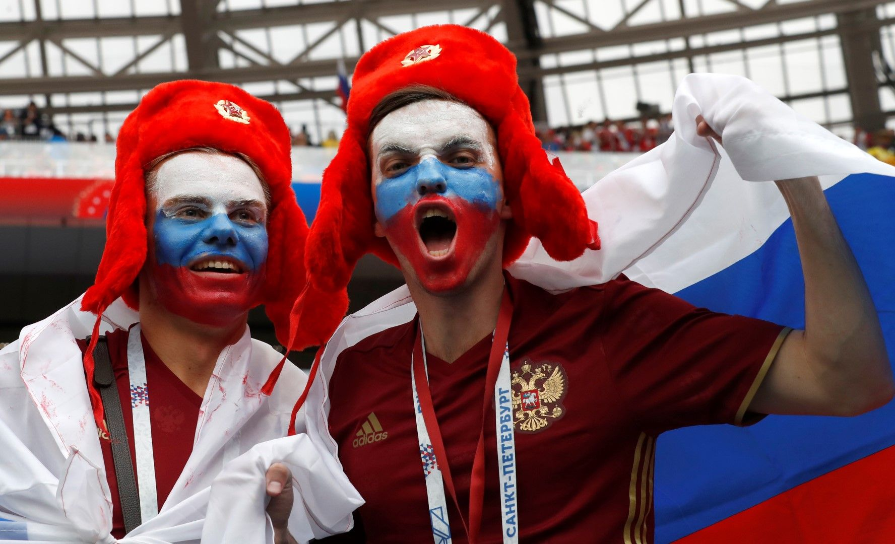 Руските фенове изпълниха Лужники