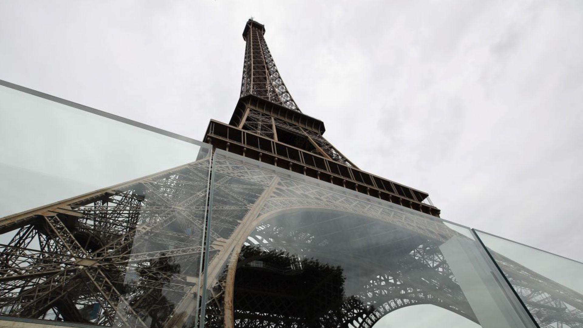 Айфеловата кула ще бъде опасана от стъклени стени (снимки)
