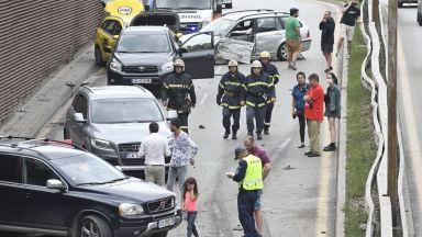 Тежка верижна катастрофа в София, шестима ранени (снимки)
