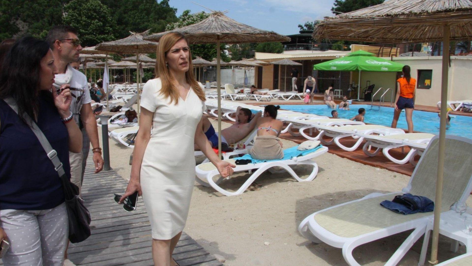 Ангелкова препоръча да спрат ремонтите край плажа