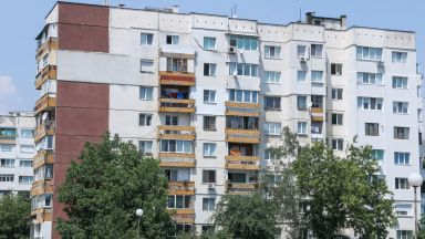 Всеки седми българин споделя жилище с друго поколение