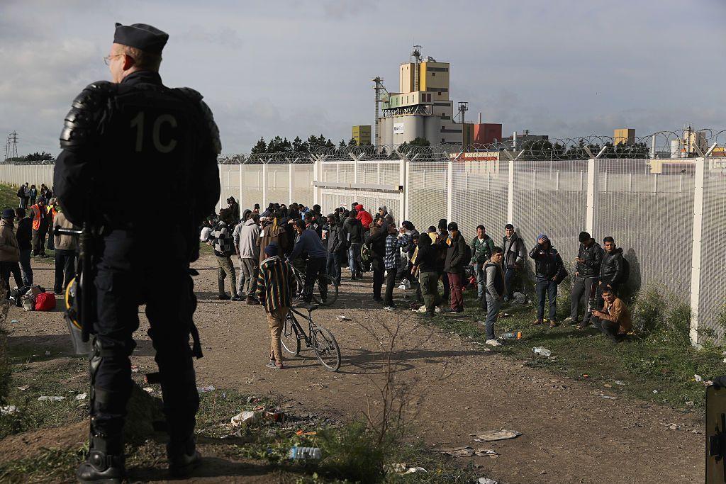 Бежанците бяха изведени от лагера край Кале
