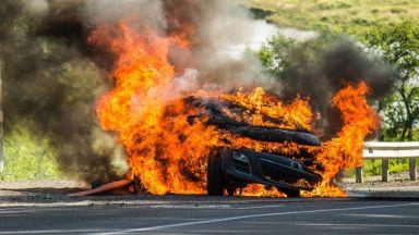 """Джип се обърна по таван и изгоря като факла на """"Тракия"""" (видео)"""