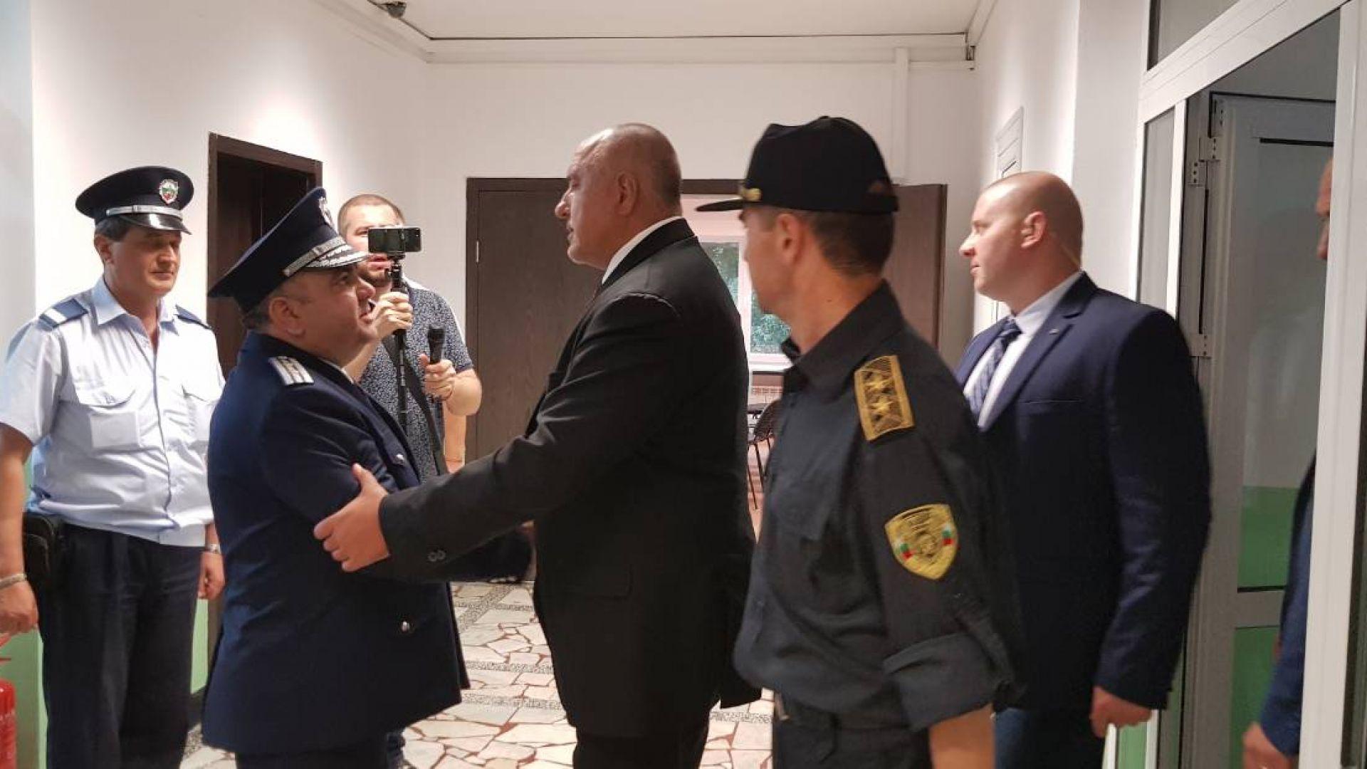 Бойко Борисов благодари на полицаите: Честит празник!