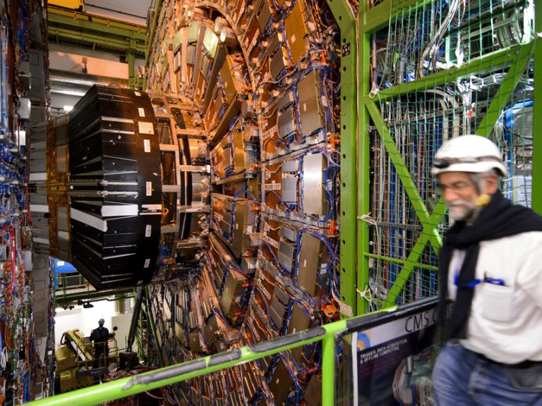 Увеличават мощността на Големия адронен колайдер