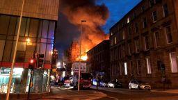 Пожарът в Глазгоу се разрасна; британското правителство обеща подкрепа