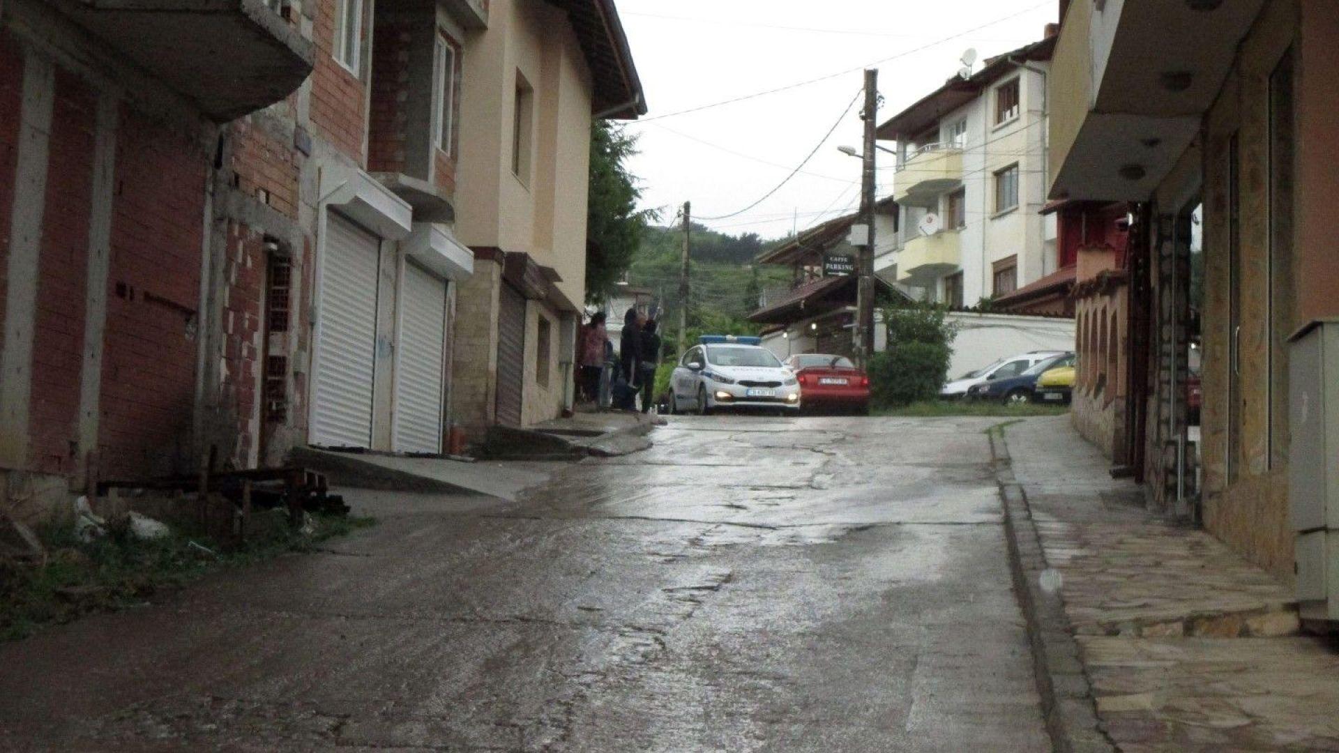 Улицата, където се разигра трагедията бе завардена от полиция
