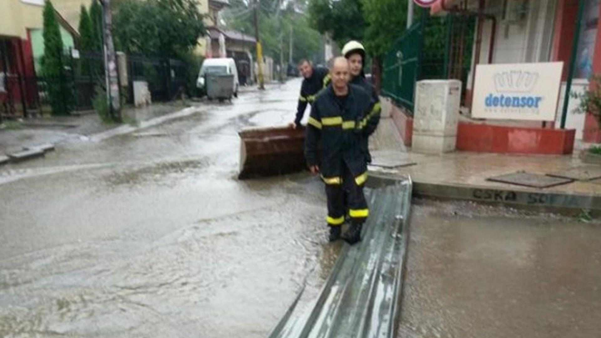 Пороен дъжд в София проби покрива на Терминал 1 на летището