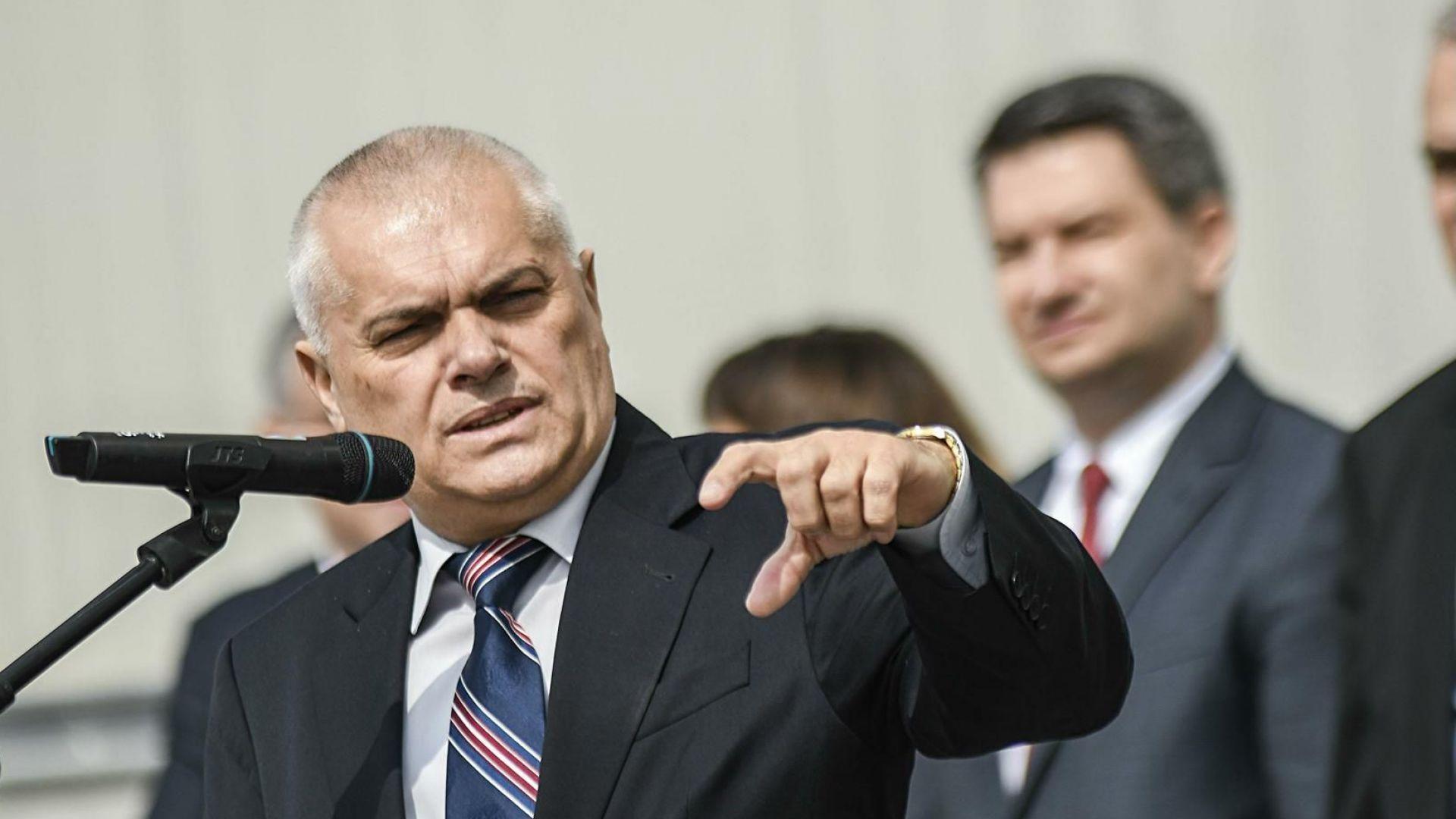 Уволнения и предупреждения за 13 служители на МВР заради гафа на Летище София