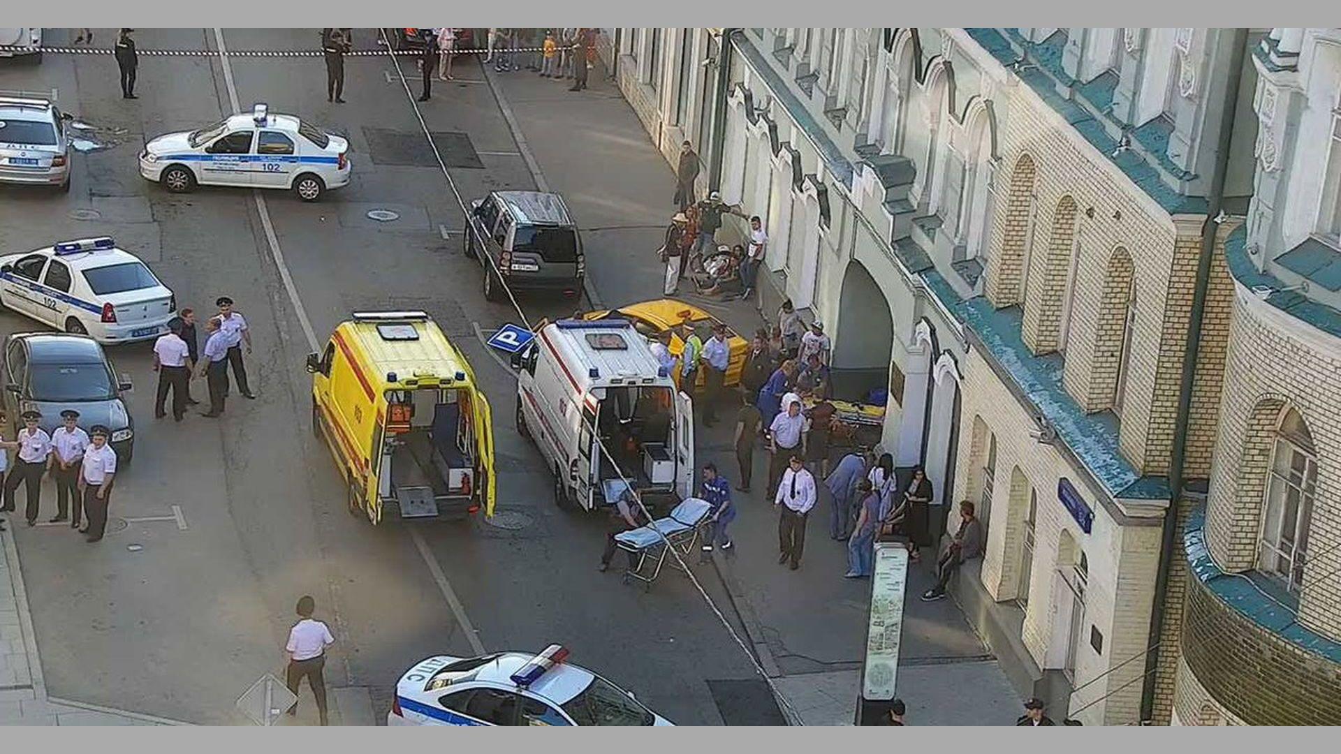 Преуморен таксиджия помете мексикански фенове в Москва, осем са ранени