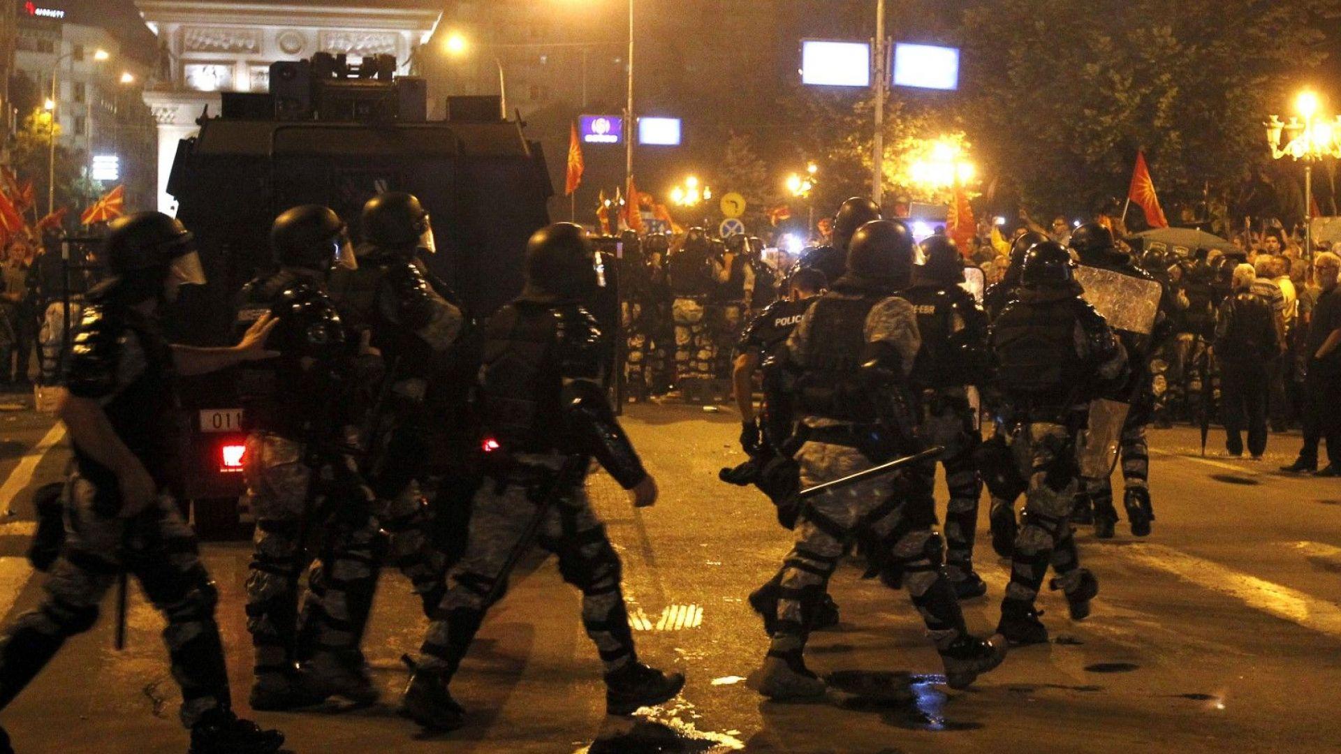 Полицейски кордон около парламента в Скопие