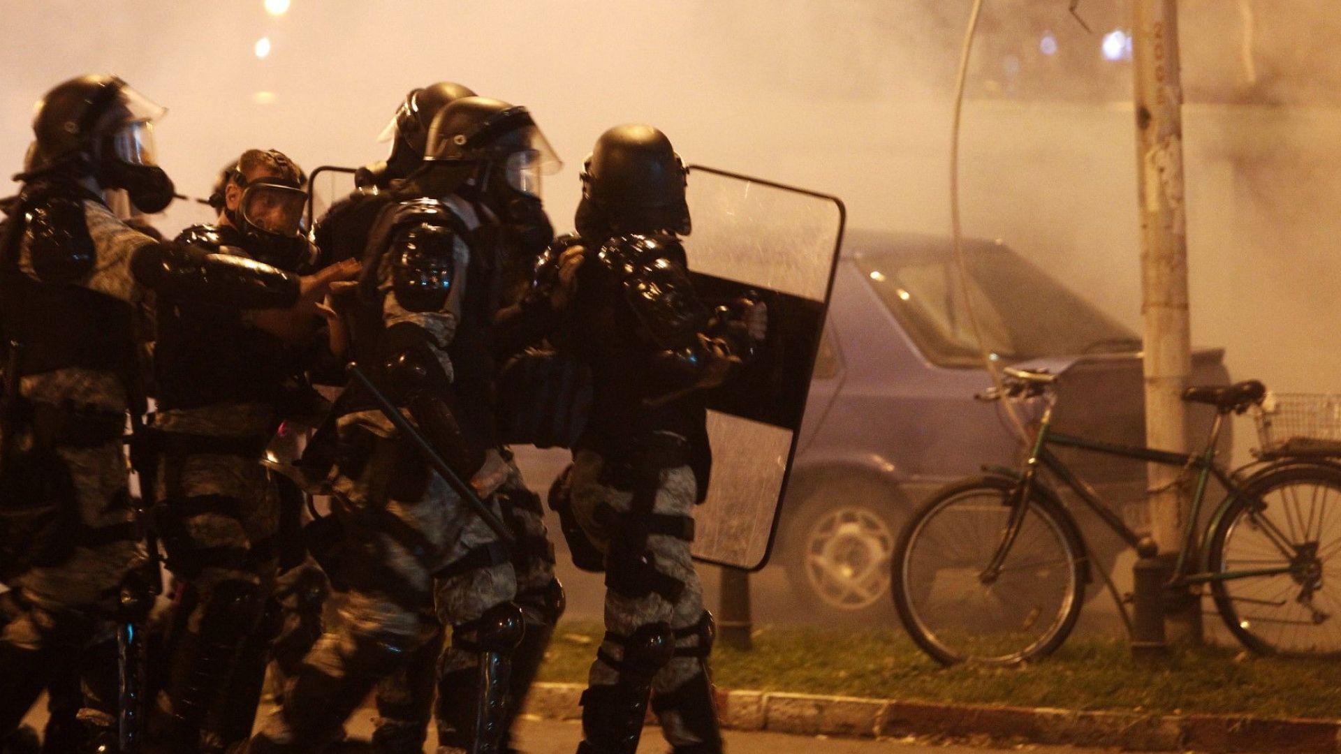 Силите за борба с безредиците се намесиха в македонската столица