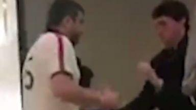 Мъж нападна с нож охранител в столичен мол
