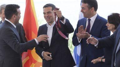 """Опозицията: """"Ден за срама в Гърция"""", """"Срамна капитулация на държавата (Македония)"""""""