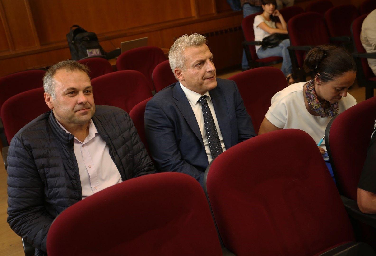 Д-р Москов и д-р Персенски са обвинени за това, че са приели като дарение ваксини от Турция