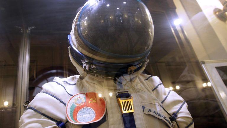 Скафандърът на космонавта Александър Александров - на изложба в БАН (снимки)