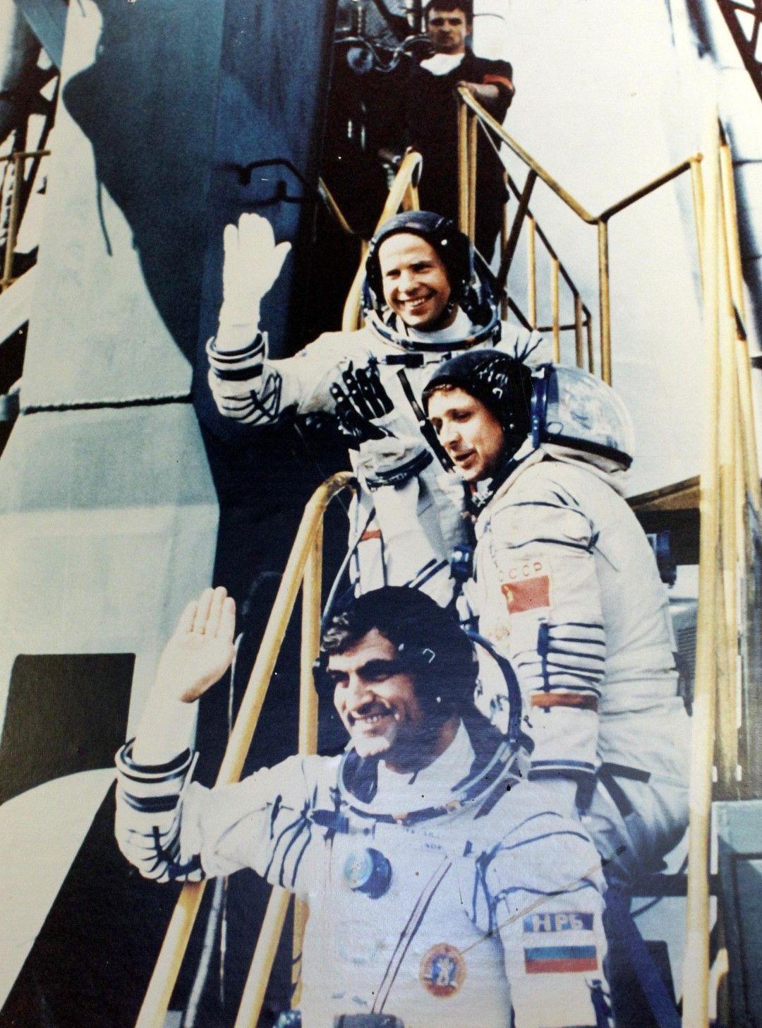 Архивни кадри от излитането на българина и другите космонавти