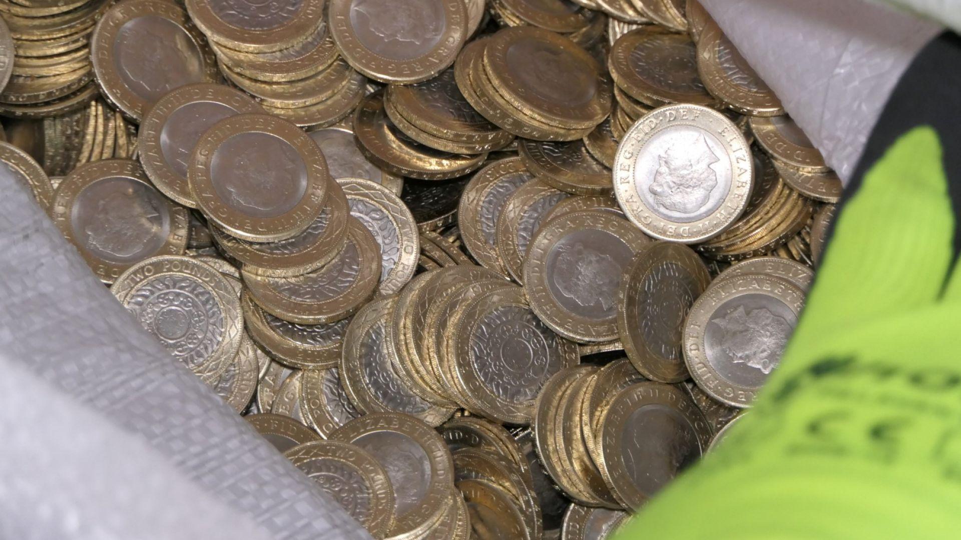 ГДБОП разби цех за фалшиви британски лири (видео)