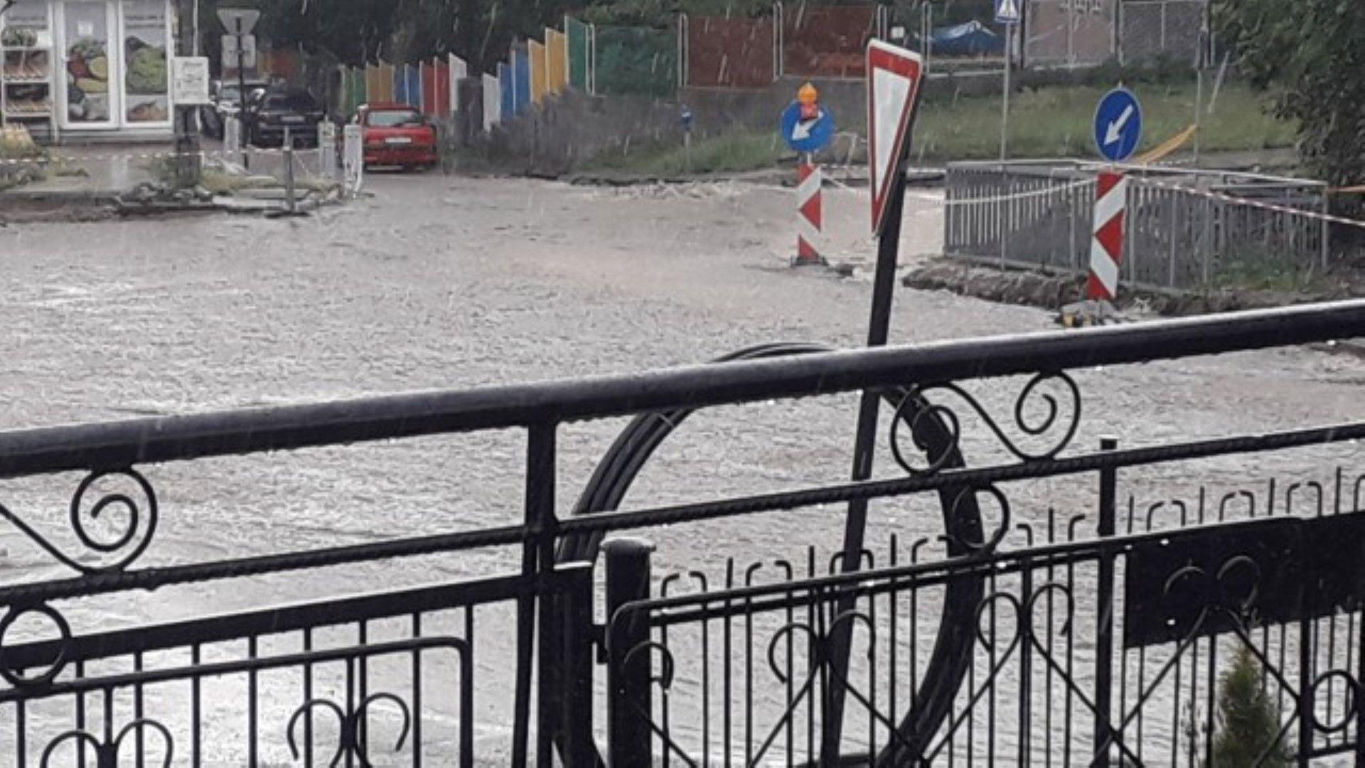 Много улици са потънали във вода
