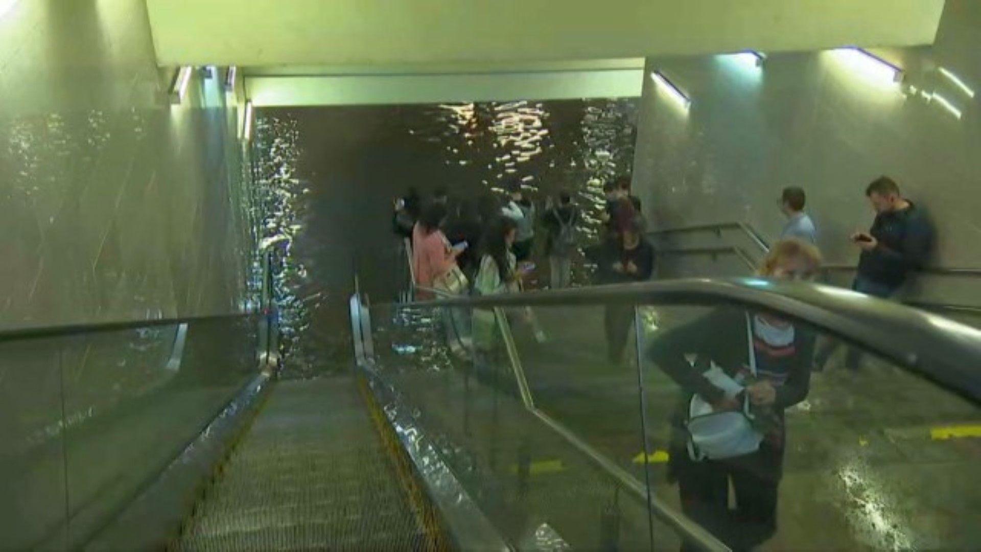 Полицията ограничи достъпа на граждани до метростанцията