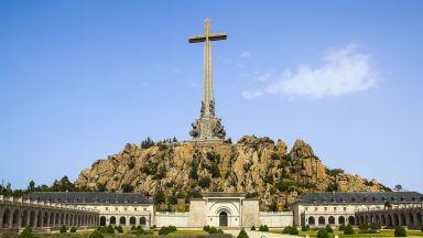 Тленните останки на диктатора Франко ще бъдат изнесени от гробницата в Долината на падналите