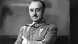Вадят тялото на диктатора Франко от мавзолея