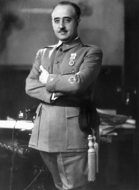 Франсиско Паулино Ерменехилдо Теодуло Франко и Баамонде Салгадо Пардо, както е пълното име на диктатора, управлява от 1939 г. до смъртта си през 1975 г.