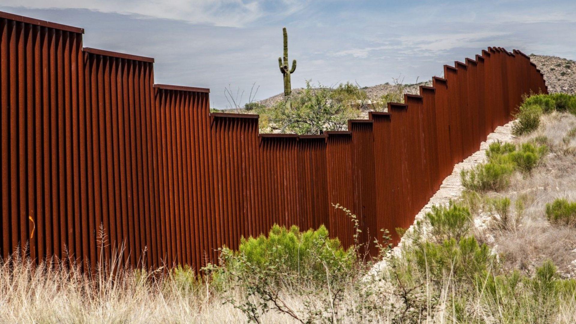 Тръмп заплаши да затвори границата с Мексико, докато хиляди мигранти вървят пеша