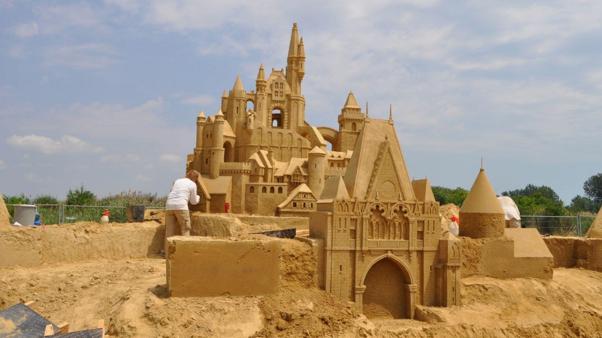 22 скулптури ваят пясъчните фигури в Бургас