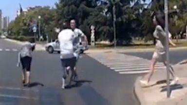 Шофьор и пешеходец се сбиха на кръстовище в Бургас