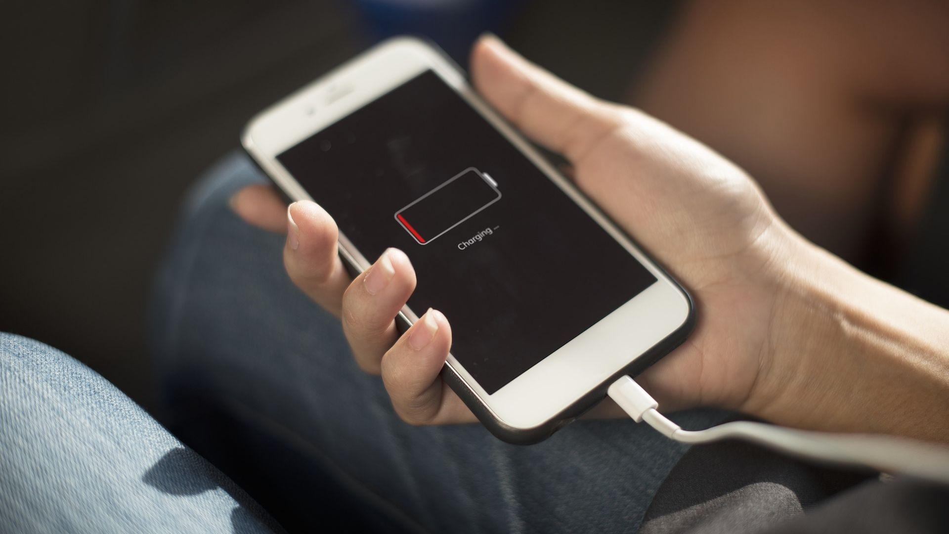 Кои приложения изтощават най-много батерията на смартфона