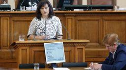 Парламентът освободи предсрочно управителя на НЗОК проф. Камен Плочев
