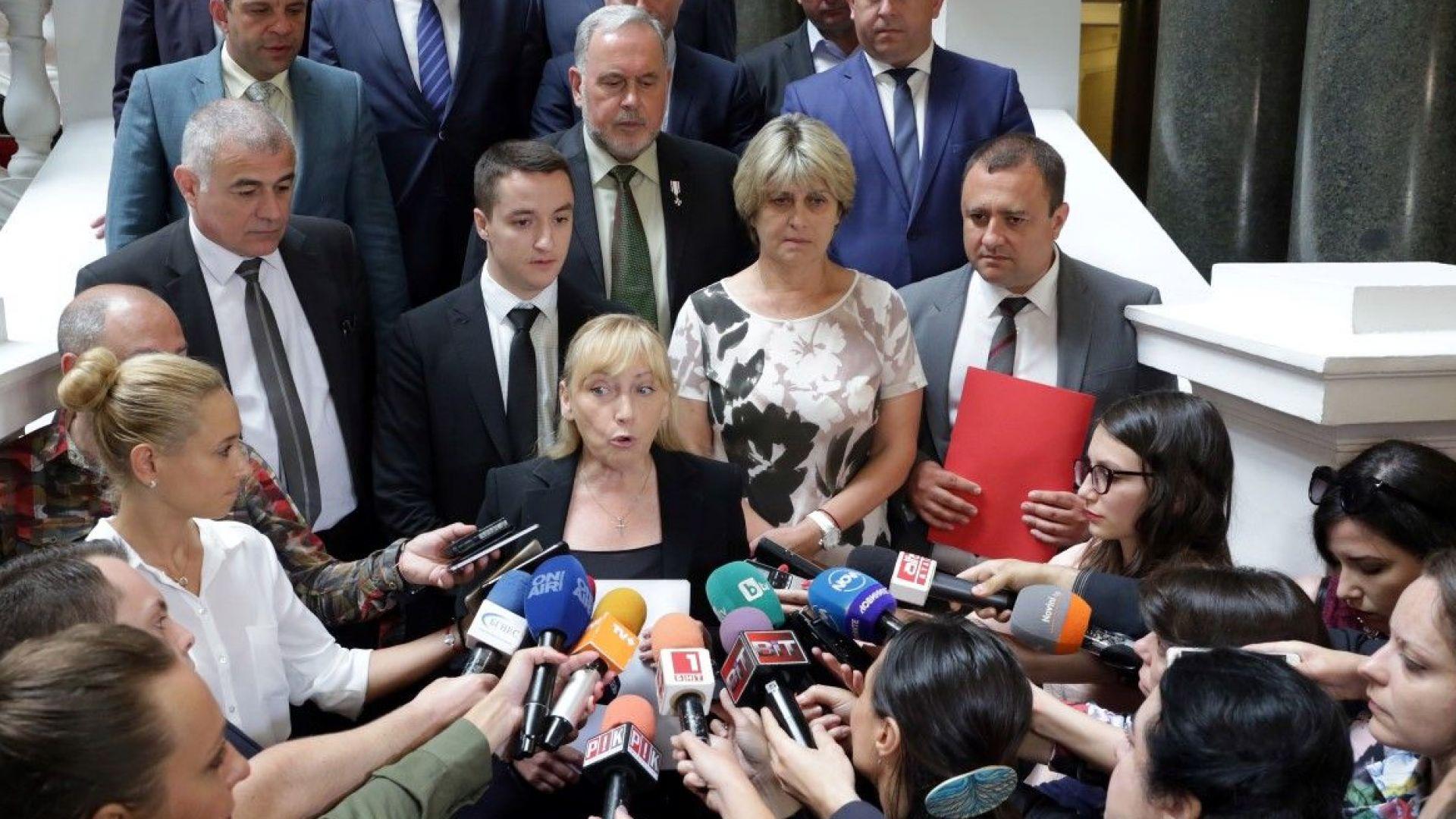 Парламентът обсъжда извънредно искания от БСП вот на недоверие