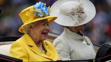 Вижте кралското семейство на парада на шантавите шапки