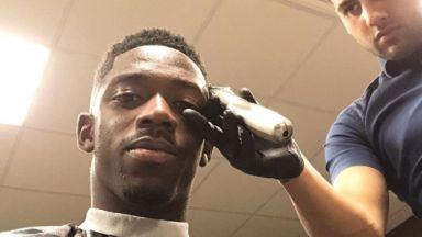 Фризьор пътува от Лондон, за да подстриже тъмнокожите френски национали