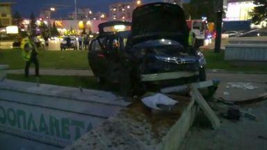 Петима ранени, след като такси мина на червено в София (видео)