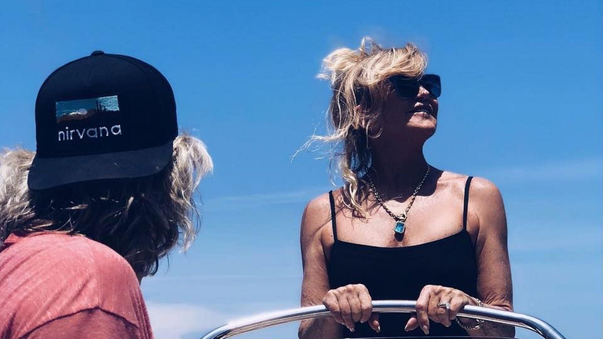 Голди Хоун и Кърт Ръсел в Гърция с цялото семейство (снимки)