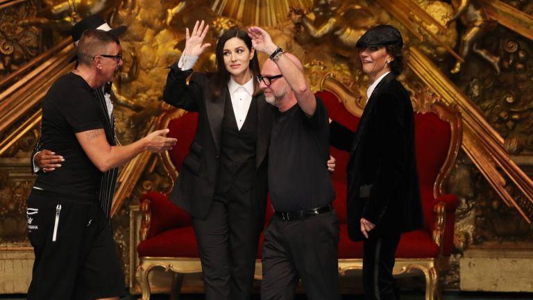 53-годишната Моника Белучи обра овациите на ревю на Dolce & Gabbana