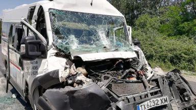 Катастрофа на пътнически микробус, 5-ма са ранени
