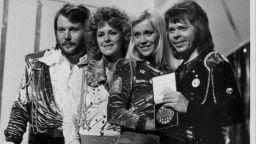 """Мюзикълът """"Mamma Mia!"""" с хитовете на ABBA с премиера в София"""