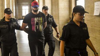 Съученици и учители на Йоан Матев го познали на снимките от МВР, но мълчали