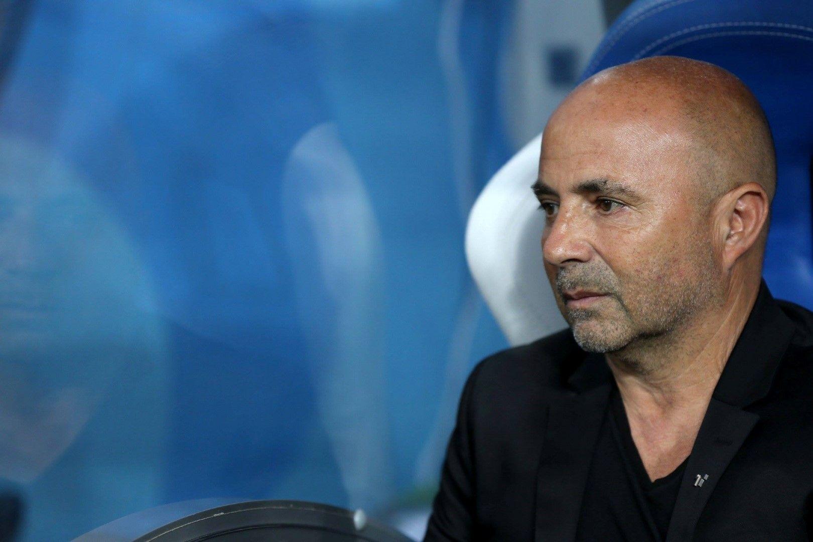 Треньорът Сампаоли също разочарова и не е ясно каква изобщо е ролята му.