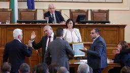 Безредици прекратиха заседанието на парламента