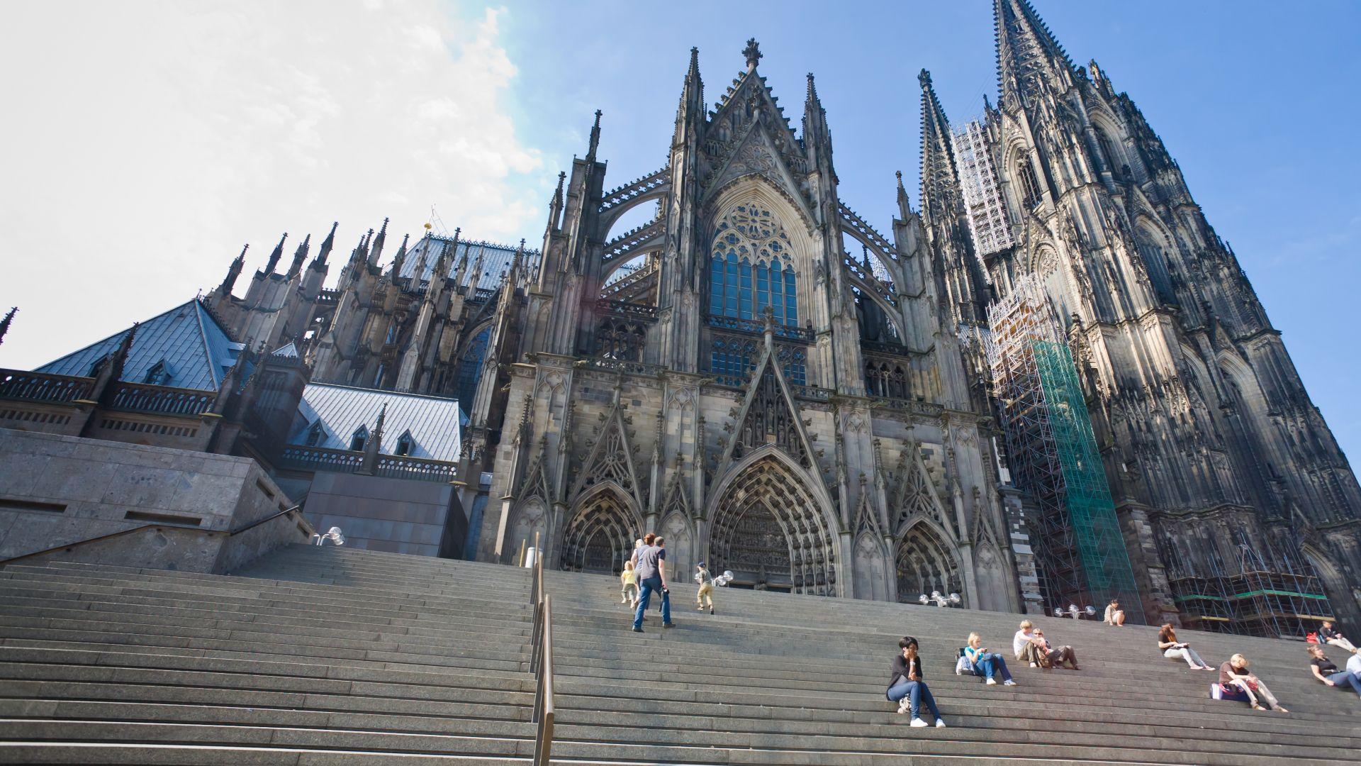 Евакуираха Кьолнската катедрала заради подозрителен мъж